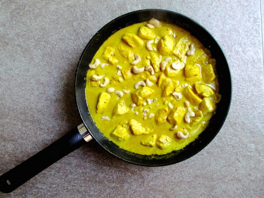coconut milk curry chicken with cashews   www.savormania.com