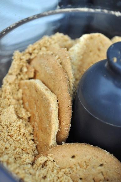 grinding Digestive cookies | www.savormania.com