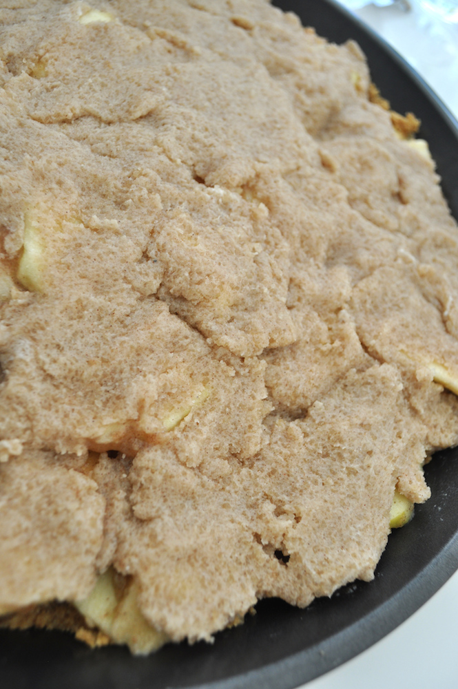 making the apple crumble pie | www.savormania.com