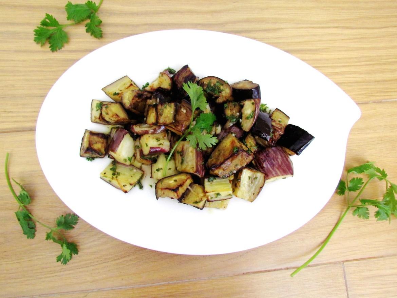 roasted and marinated eggplants with herbs | www.savormania.com