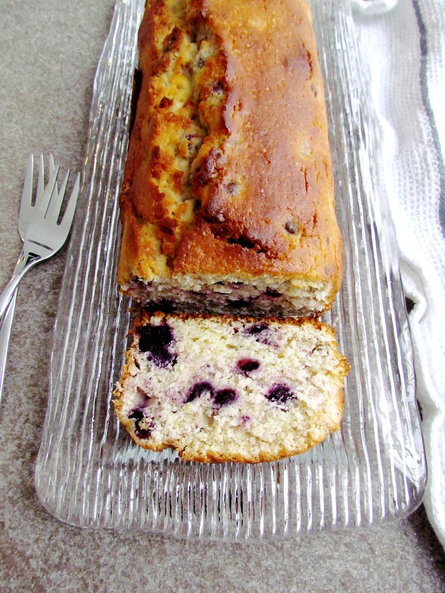 blueberry lemon loaf cake | www.savormania.com