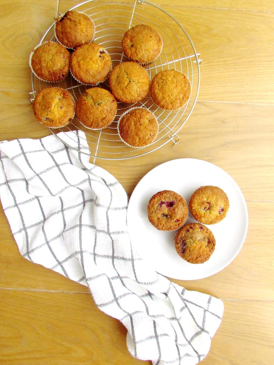 raspberry coconut muffins | www.savormania.com