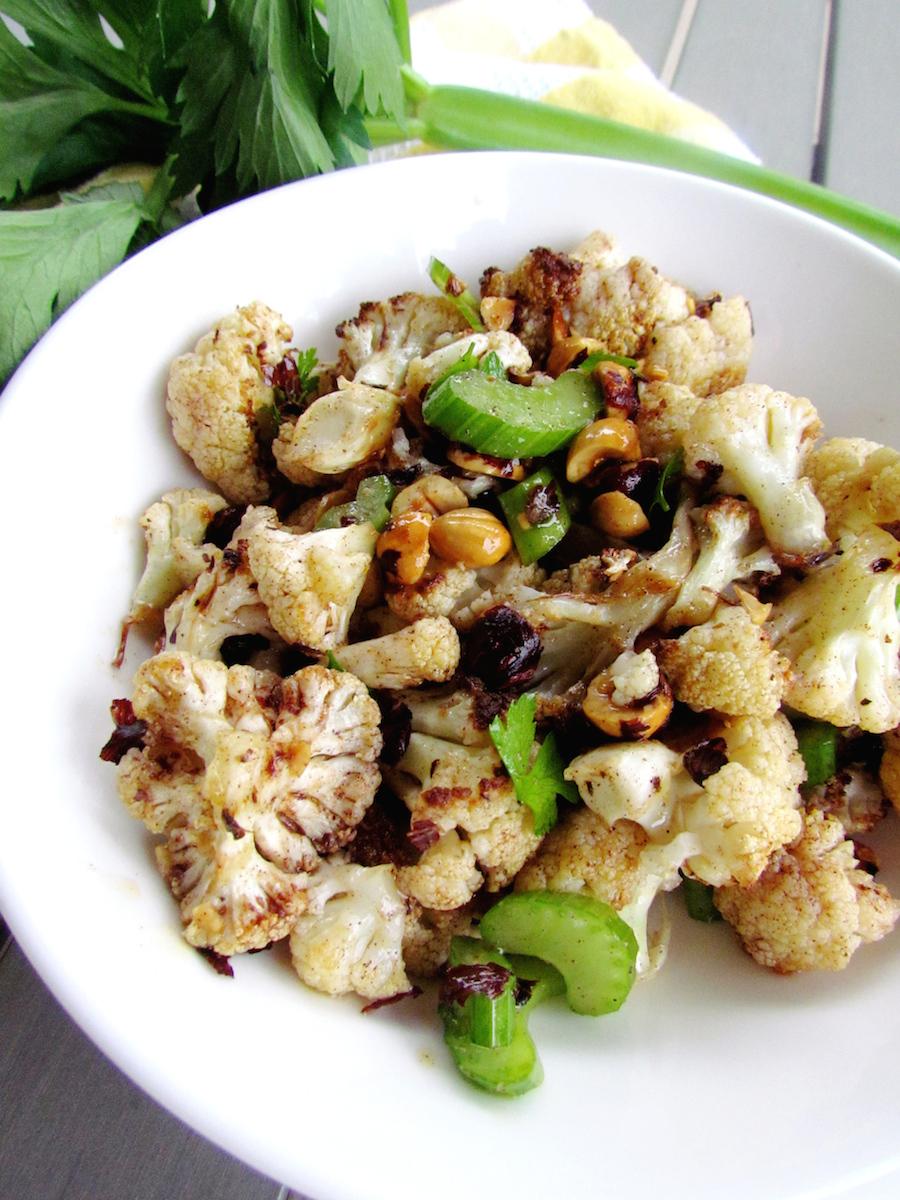 salade de chou-fleur rôti aux noisettes | www.savormania.com