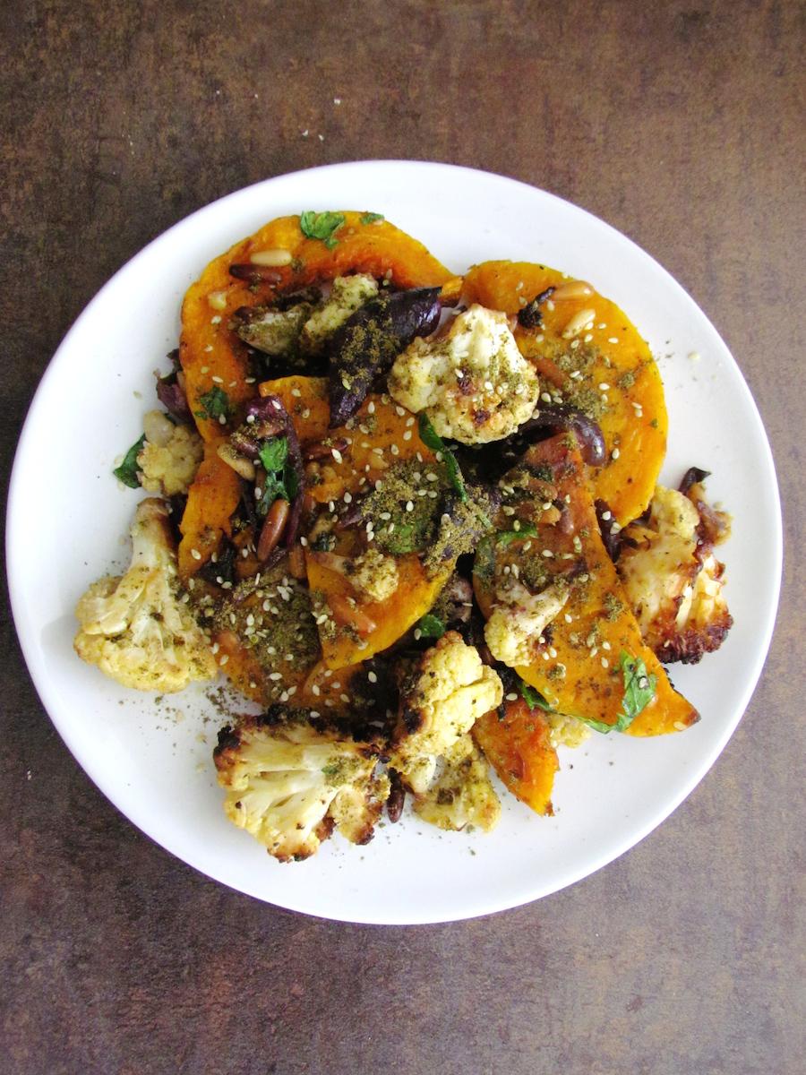 courge butternut et chou-fleur rôtis à la sauce tahini | www.savormania.com