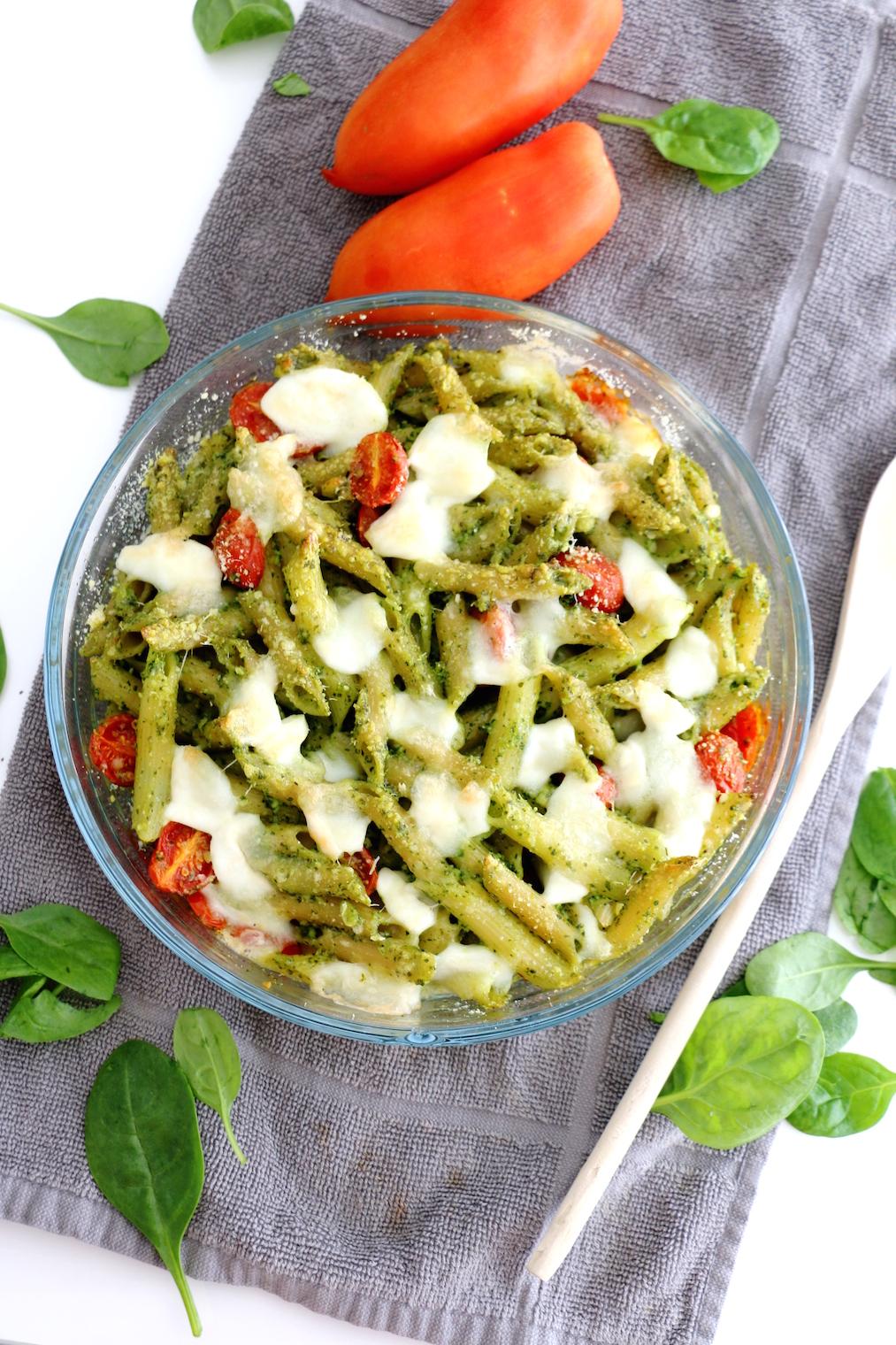 spinach pesto and mozzarella pasta bake