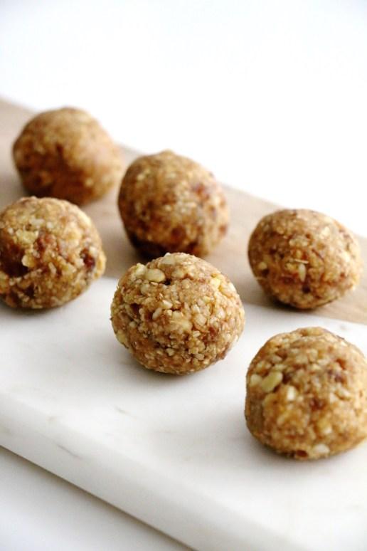 cashew peanut butter energy balls | www.savormania.com