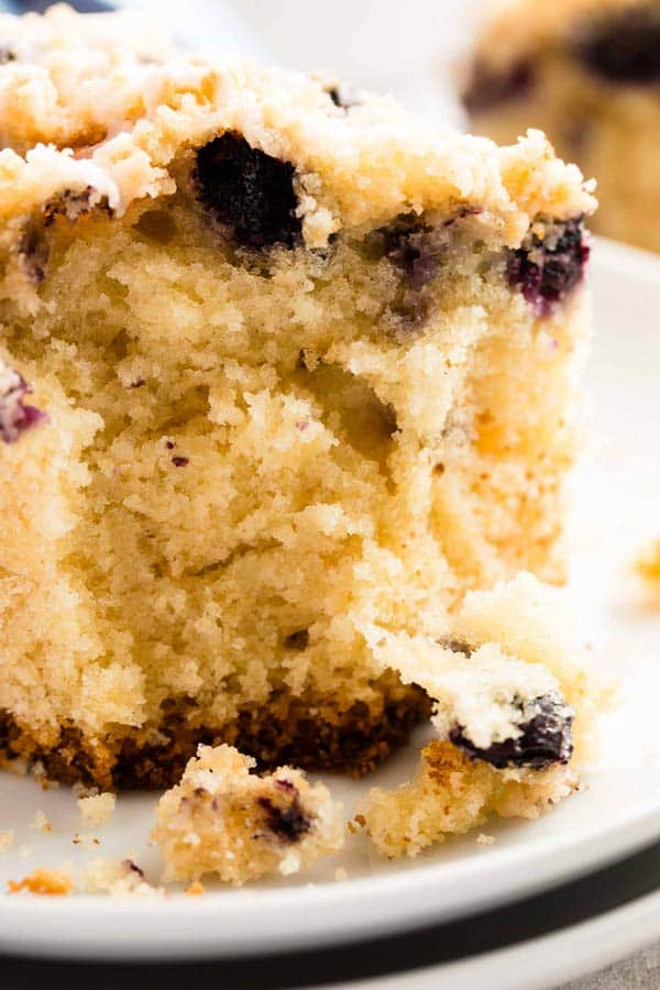 Lemon Blueberry Sour Cream Coffee Cake: The best recipe to serve to unexpected guests! Easy with a cake mix and still so tasty - nobody will ever know!