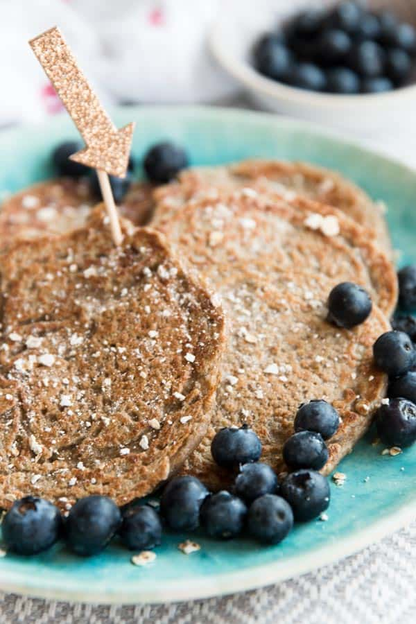 These 4 Ingredient Vegan Banana Oatmeal Pancakes are a quick and easy HEALTHY breakfast recipe, perfect for baby led weaning or toddler finger food.