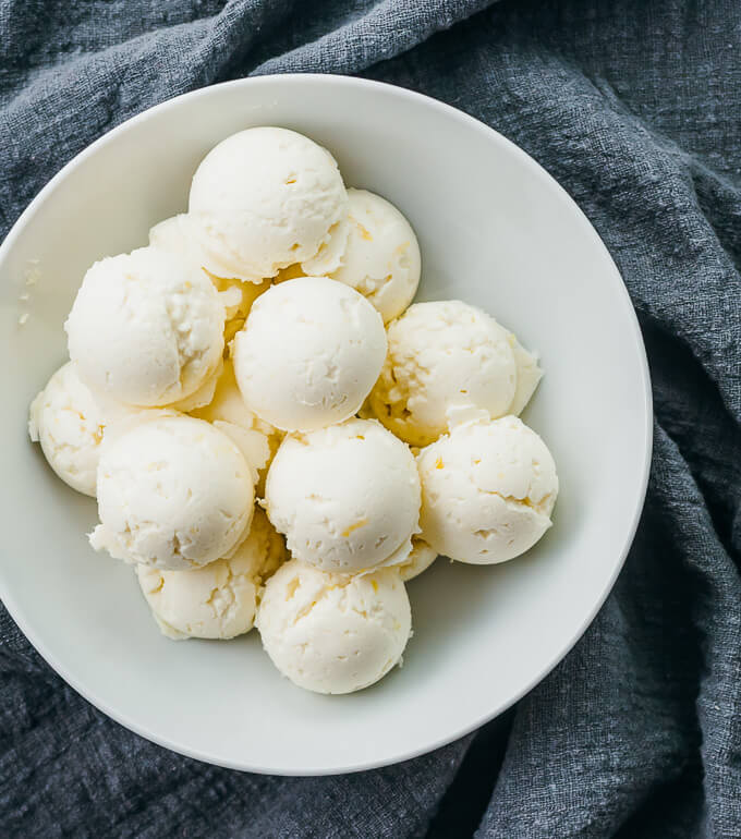 No-bake Lemon Cheesecake Fat Bombs