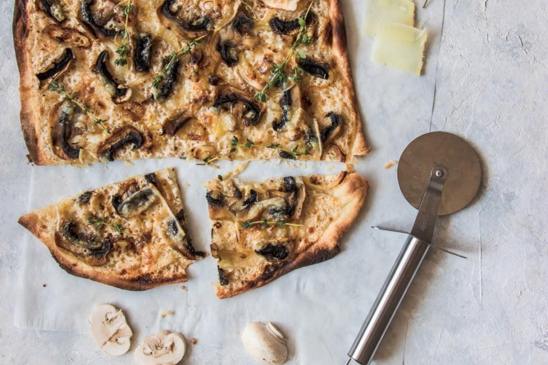 tarte-flambee-vegetarienne-champignons-tomme-brebis-cover