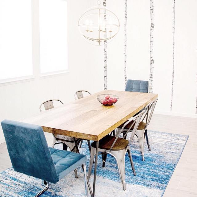 Have you checked out this fun family friendly dining roomhellip