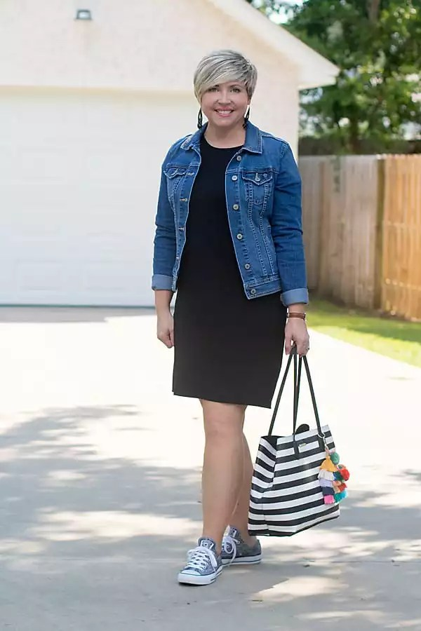 denim jacket outfit, sneakers outfit, tee shirt dress