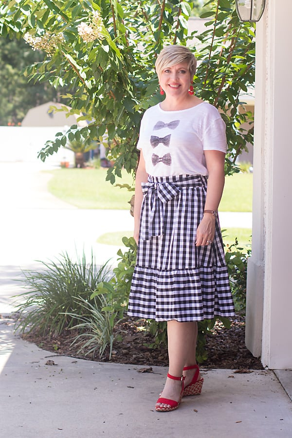 gingham skirt, gingham skirt outfit, summer outfit, womens summer fashion, graphic tee, bright shoes