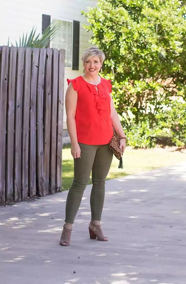fall outfit olive jeans