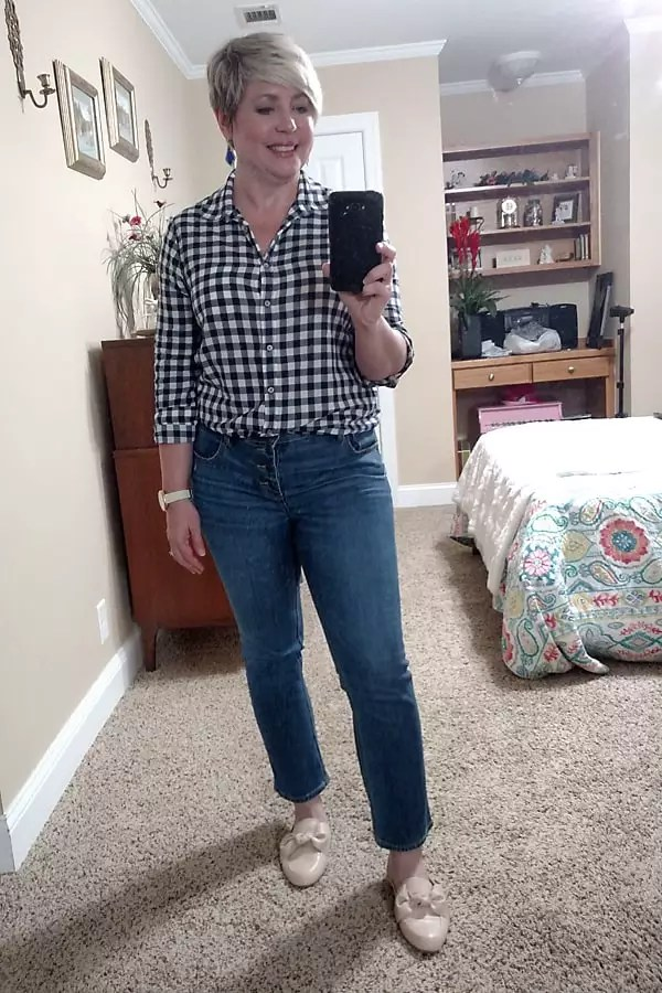 crop jeans and gingham shirt spring outfit