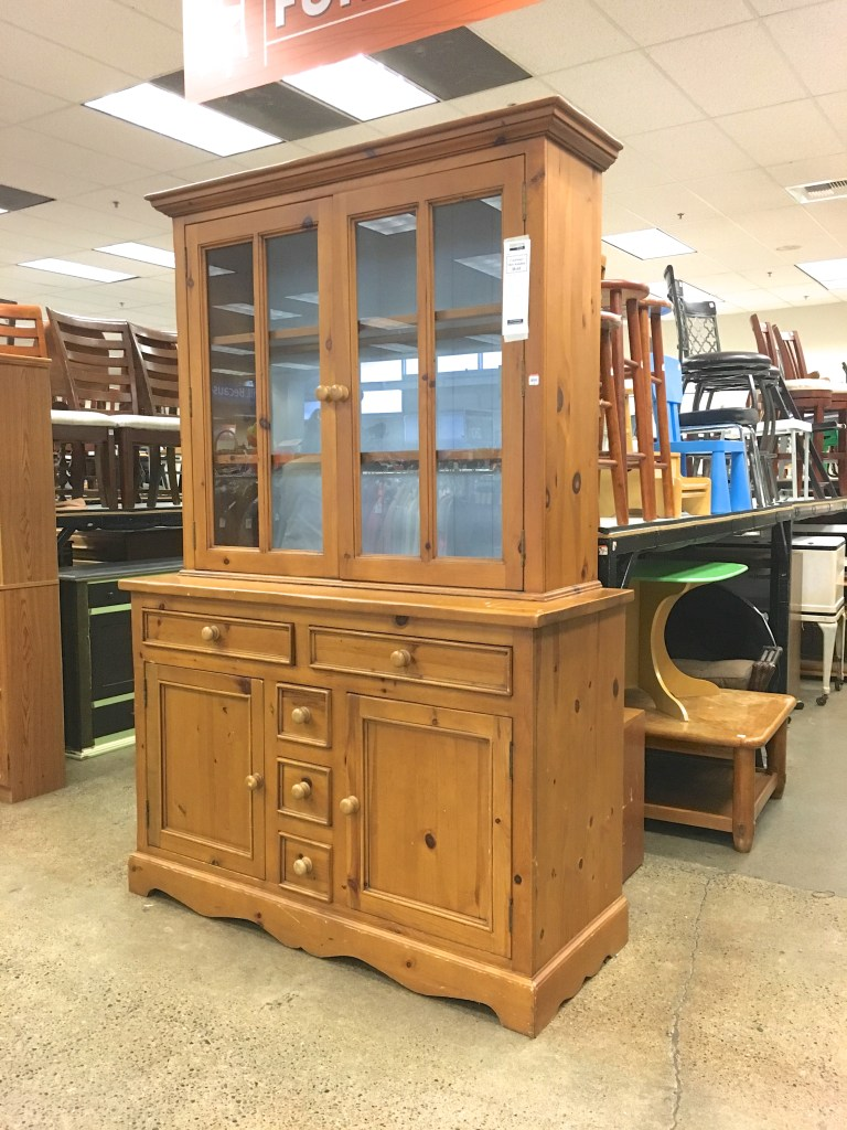 img theantiquemarket hutch com pine