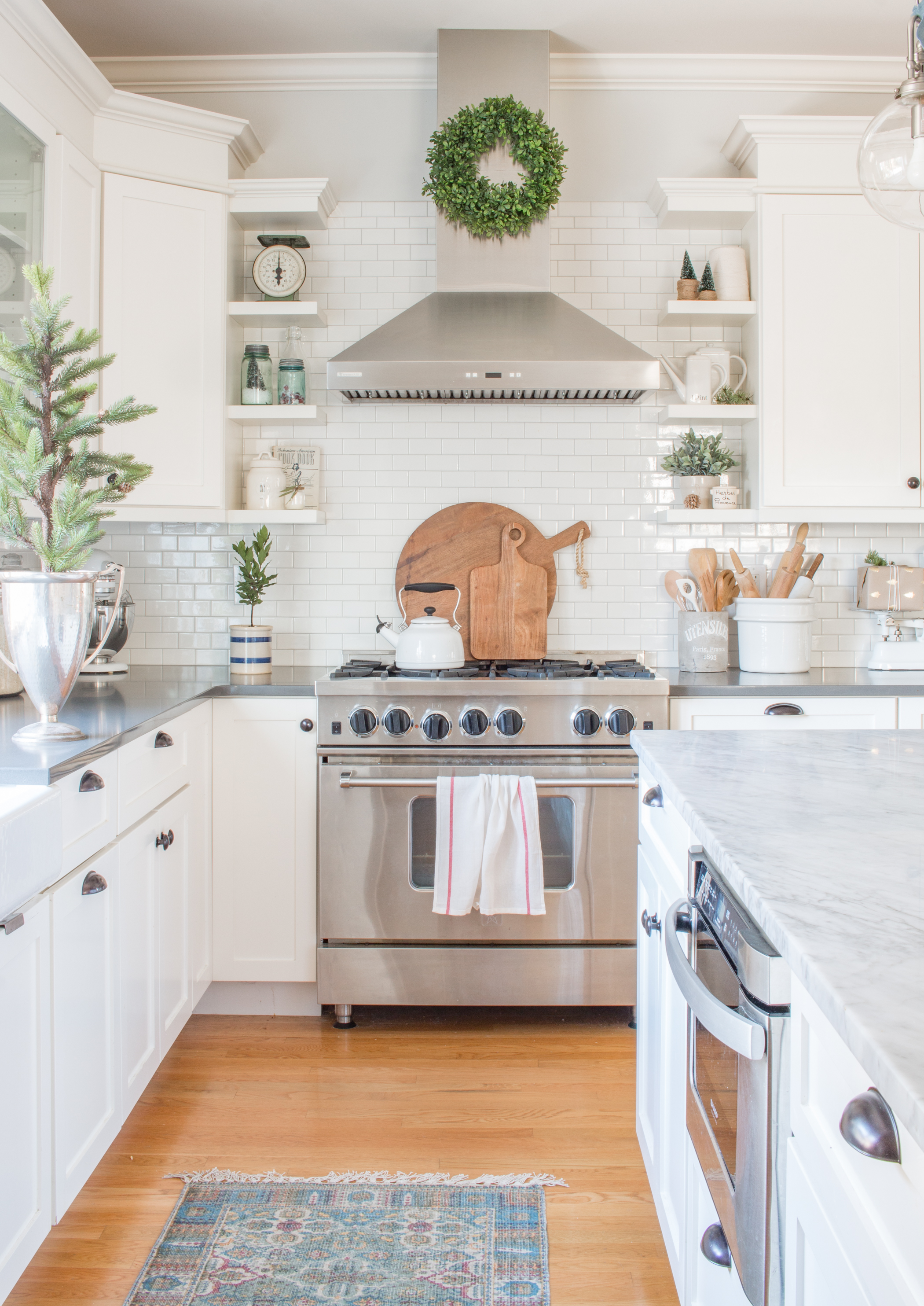 Simple White Christmas Kitchen - Saw Nail and Paint