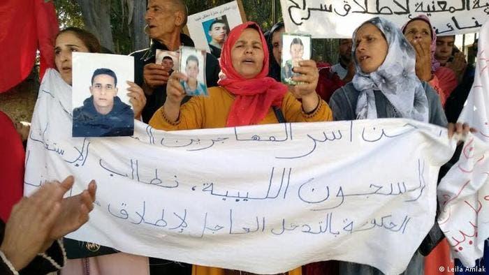 صورة تقرير حقوقي.. مئات المهاجرين المغاربة المحتجزون في ظروف غير إنسانية بليبيا و مطالب بالتدخل لإنقاذهم