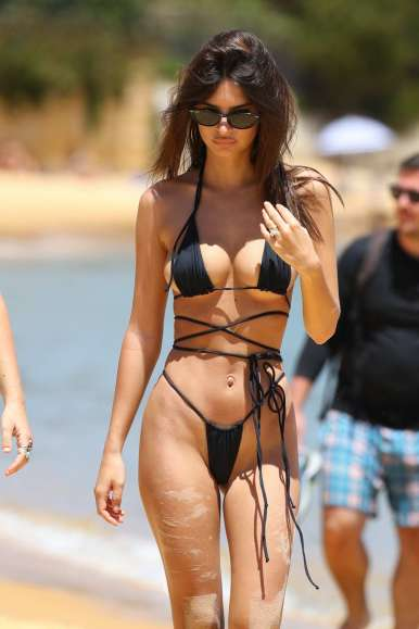 emily-ratajkowski-spotted-in-a-black-string-bikini-at-the-sydneys-camp-cove-beach-in-sydney-australia-121118_12