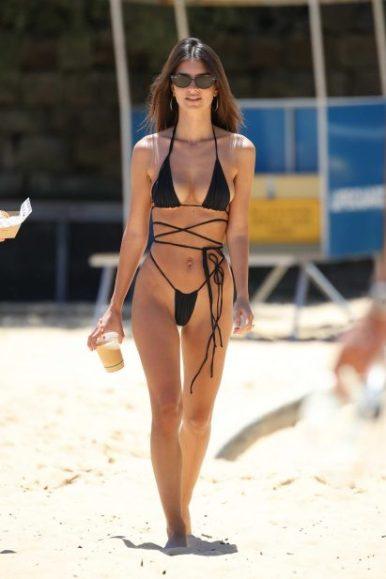 emily-ratajkowski-spotted-in-a-black-string-bikini-at-the-sydneys-camp-cove-beach-in-sydney-australia-121118_8