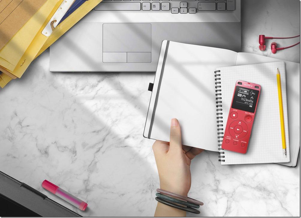 圖2) Sony ICD-UX560F完美焦點錄音筆不僅是學生挑燈攻讀的好學伴,也是商務會議中的得力助理。
