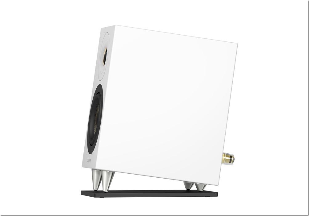 圖5)Sony CAS-1 隨附配備的黃銅角錐和揚聲器底座,可進一步打造近距離聆聽時的最佳音場並可減低共振效應。
