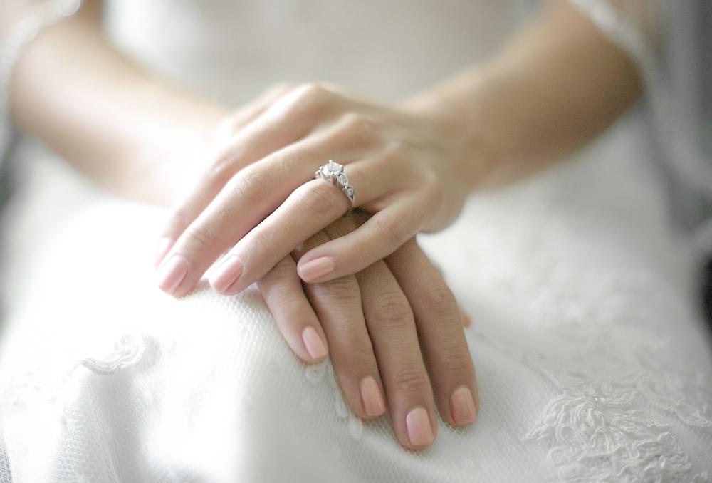 أكثر من 10 ألوان جذابة من المناكير في يوم زفافِك 1