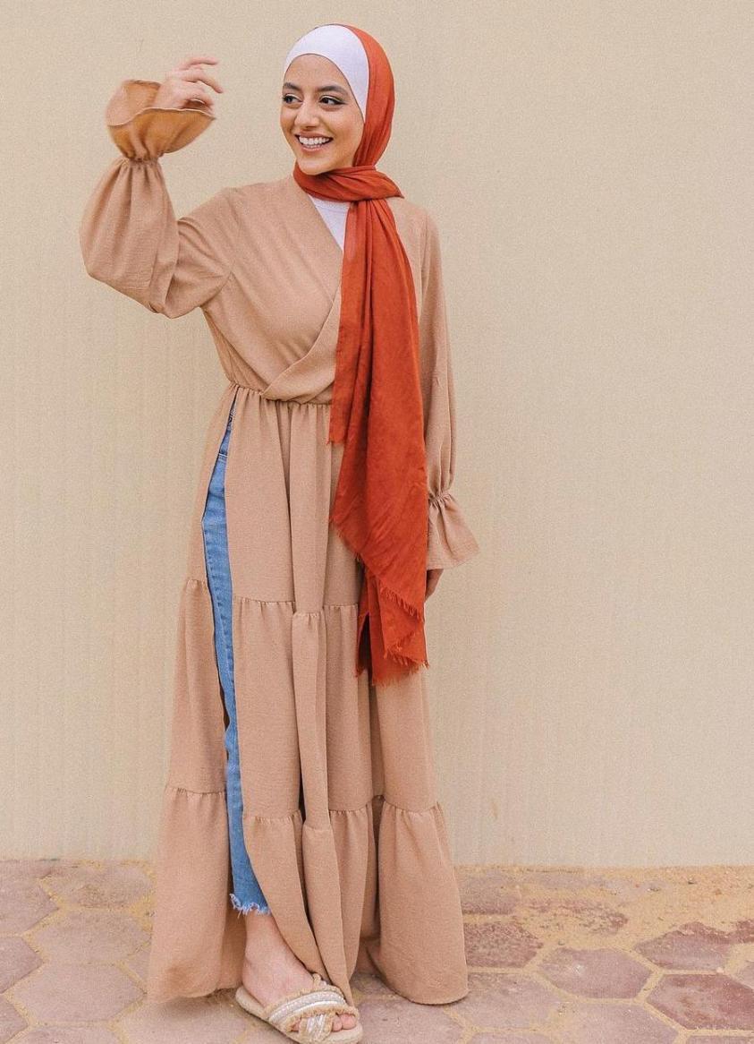 فستان ربيعي مع الجينز -الصورة من الانستغرام