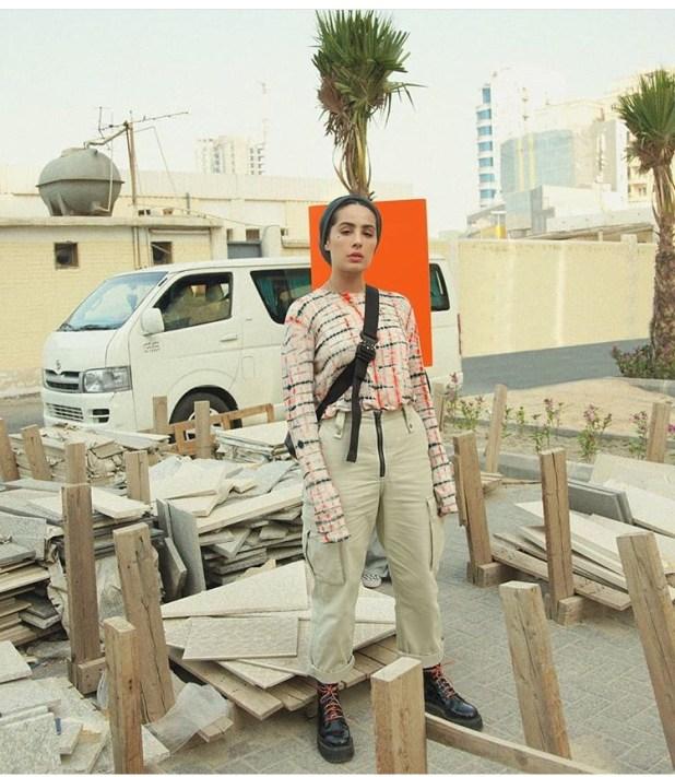 الفاشينيستا آسيا بالملابس المستوحاة السفاري