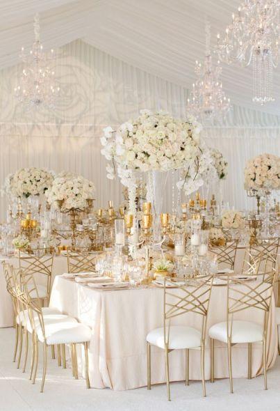 كاسات الشموع وأدوات الطاولات باللون الذهبي