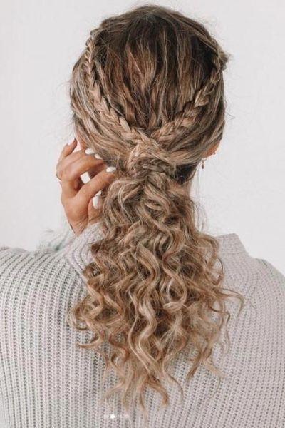 تسريحة الجدائل مع الشعر الكيرلي