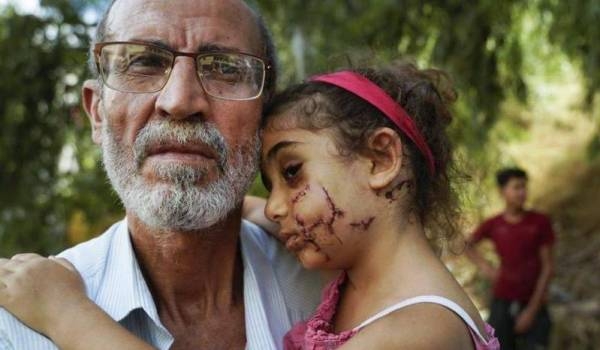 يارا الجريحة مع والدها