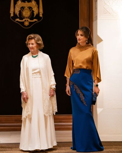 An elegant oriental look that shines with Queen Rania