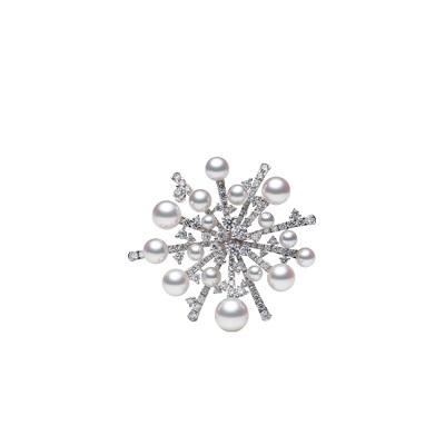 بروش ذهب أبيض من الماس واللؤلؤ من ميكيموتو Mikimoto