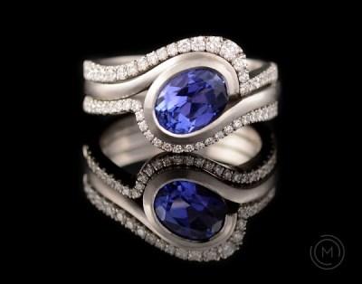 من أجمل تصاميم خواتم الماس المرصعة بالأحجار الزرقاء