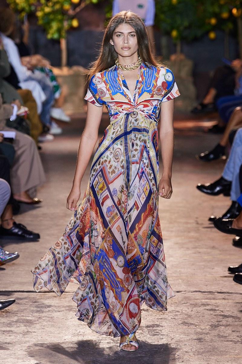 مجموعة Etro تقدم  الفساتين المبهجة المستوحاة من أجواء إيطاليا الساحة
