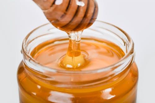 إليك ما تحتاج لمعرفته حول العسل: