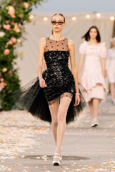 A short evening dress in sequins and ruffles, Chanel