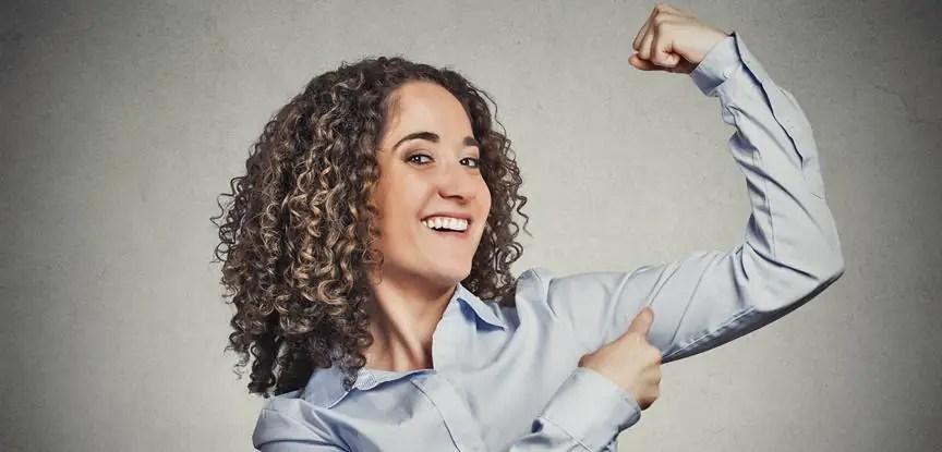 mulher mostrando força