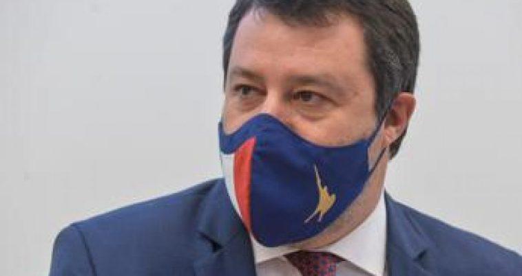 """Voghera, Salvini: """"Normale girare con la pistola se si ha regolare porto d'armi"""""""