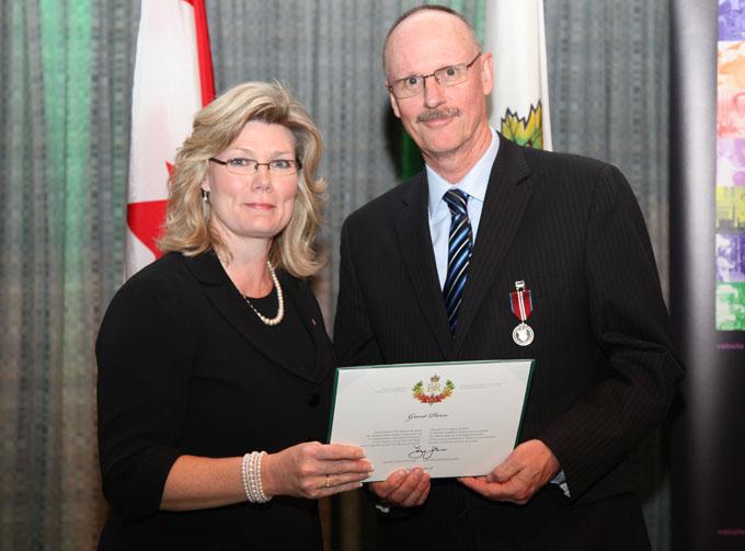 Pierce receives Diamond Jubilee Medal