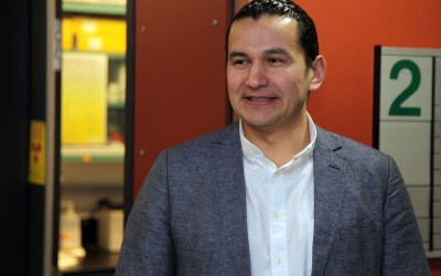 Wab Kinew visits Youth BIOlab and CCARM