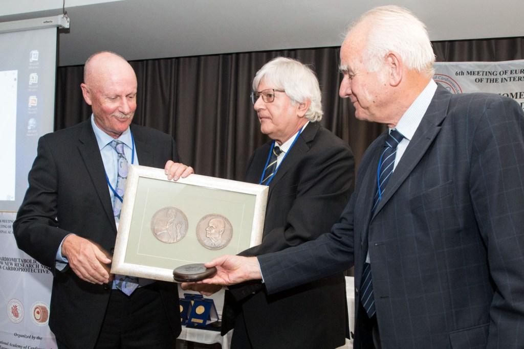 Dr Pierce receives award