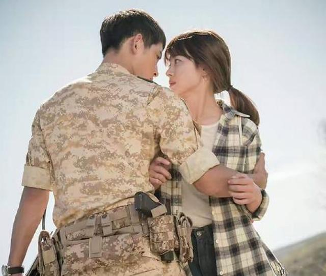 Of The Most Heart Throbbing Song Song Couple Moments In Descendants Of The Sun Sbs Popasia