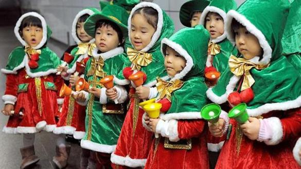 How do different Asian countries celebrate Christmas    SBS PopAsia South Korea Christmas children
