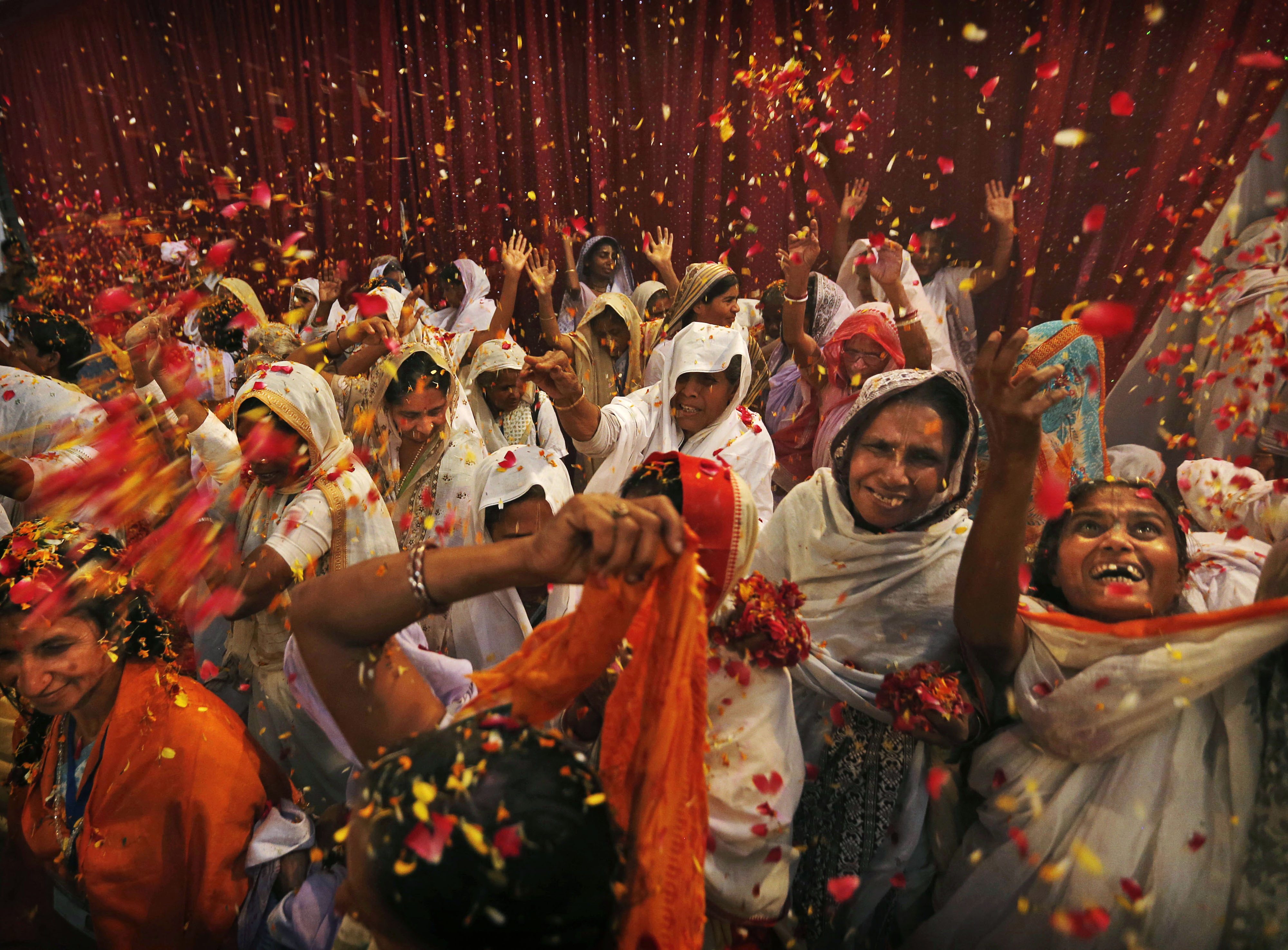 Indian Man Breaks Taboo By Inviting 18 000 Widows To Bless