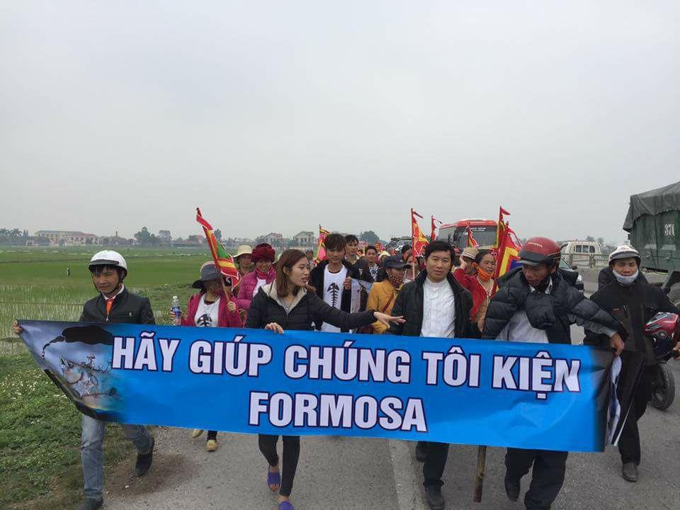 Máu đã đổ, súng đã nổ: công an đàn áp đoàn giáo dân đi kiện Formosa tàn nhẫn