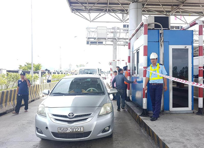 Cuộc chiến với trạm thu phí tiếp diễn ngay đầu năm mới ở Khánh Hòa