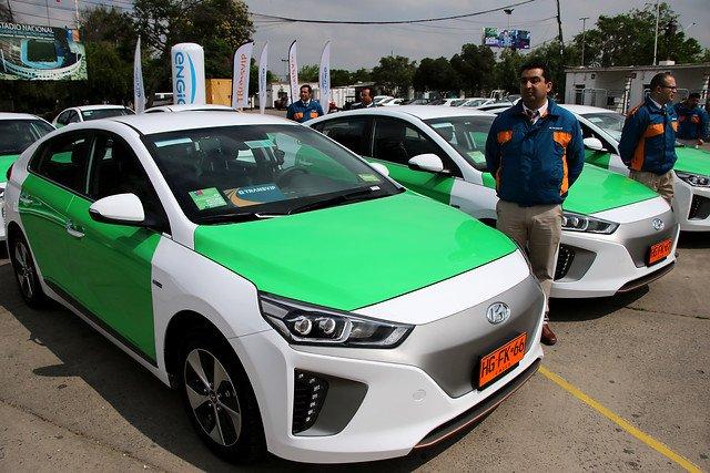SCAN_20181019-inteligencia-competitiva_Primera-flota-de-taxis-eléctricos-entra-en-circulación-en-Santiago