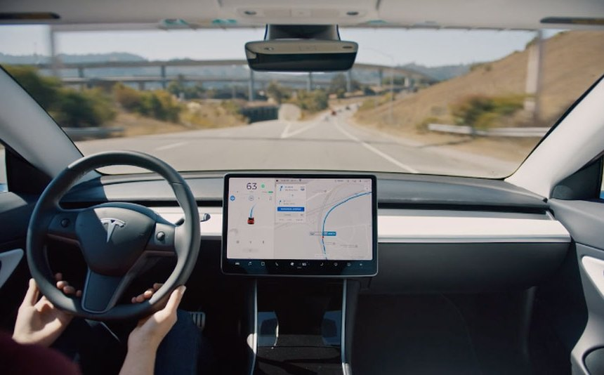 Family of Apple engineer sues Tesla